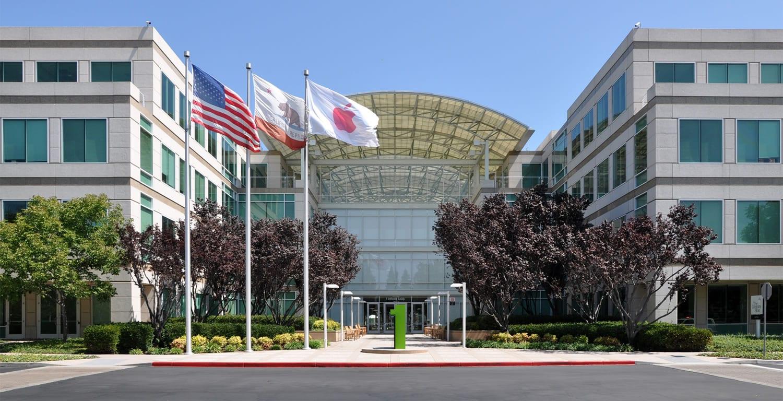Así luce el frontis de los headquarters de Apple.