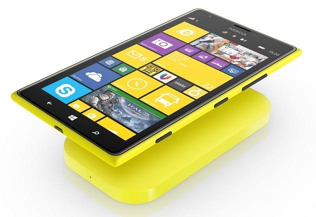 Lumia 1520 mostrando su potencial de cargarse inalámbricamente.