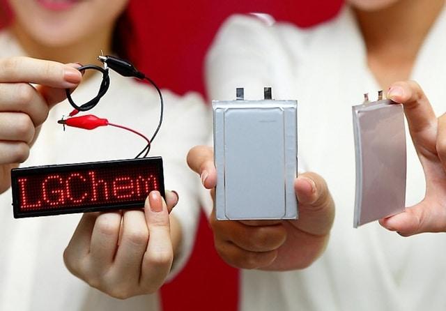 Cable Battery junto a las otras baterías curva y flexible.