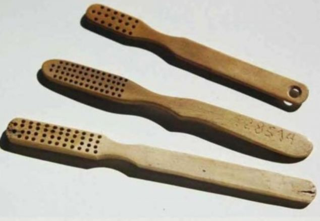 Holocausto: Incluso cepillos de dientes de las víctimas fueron subastados en eBay.