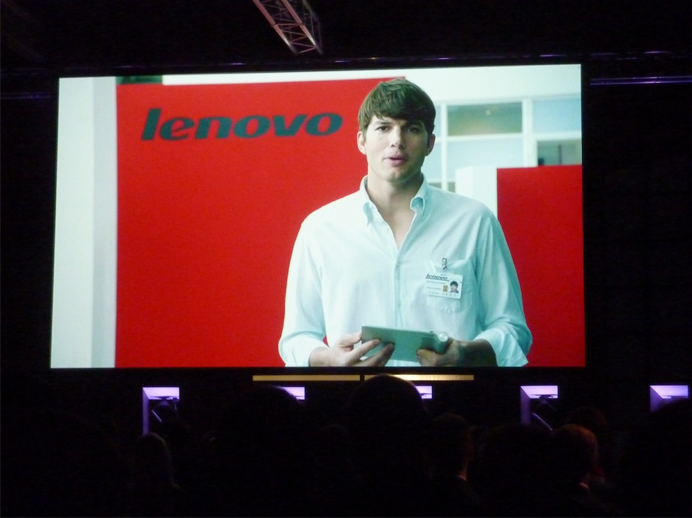 Lenovo contrató a Ashton Kutcher como rostro para seguir mejorar sus ventas.