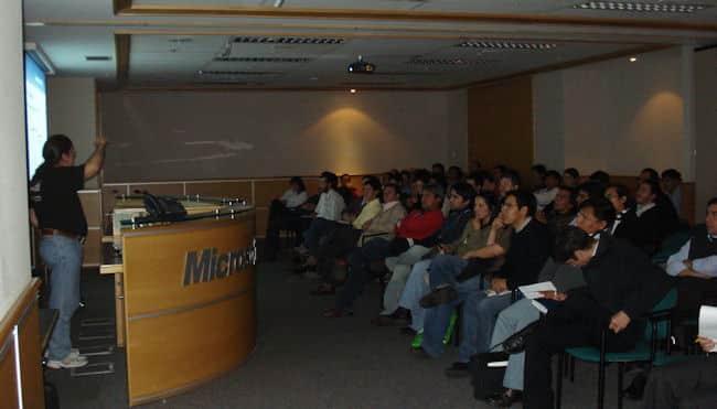 (Incubadora) Microsoft Chile tiene planeado cambiarse pronto de oficinas a un complejo más grande; ¿tendrá relación?