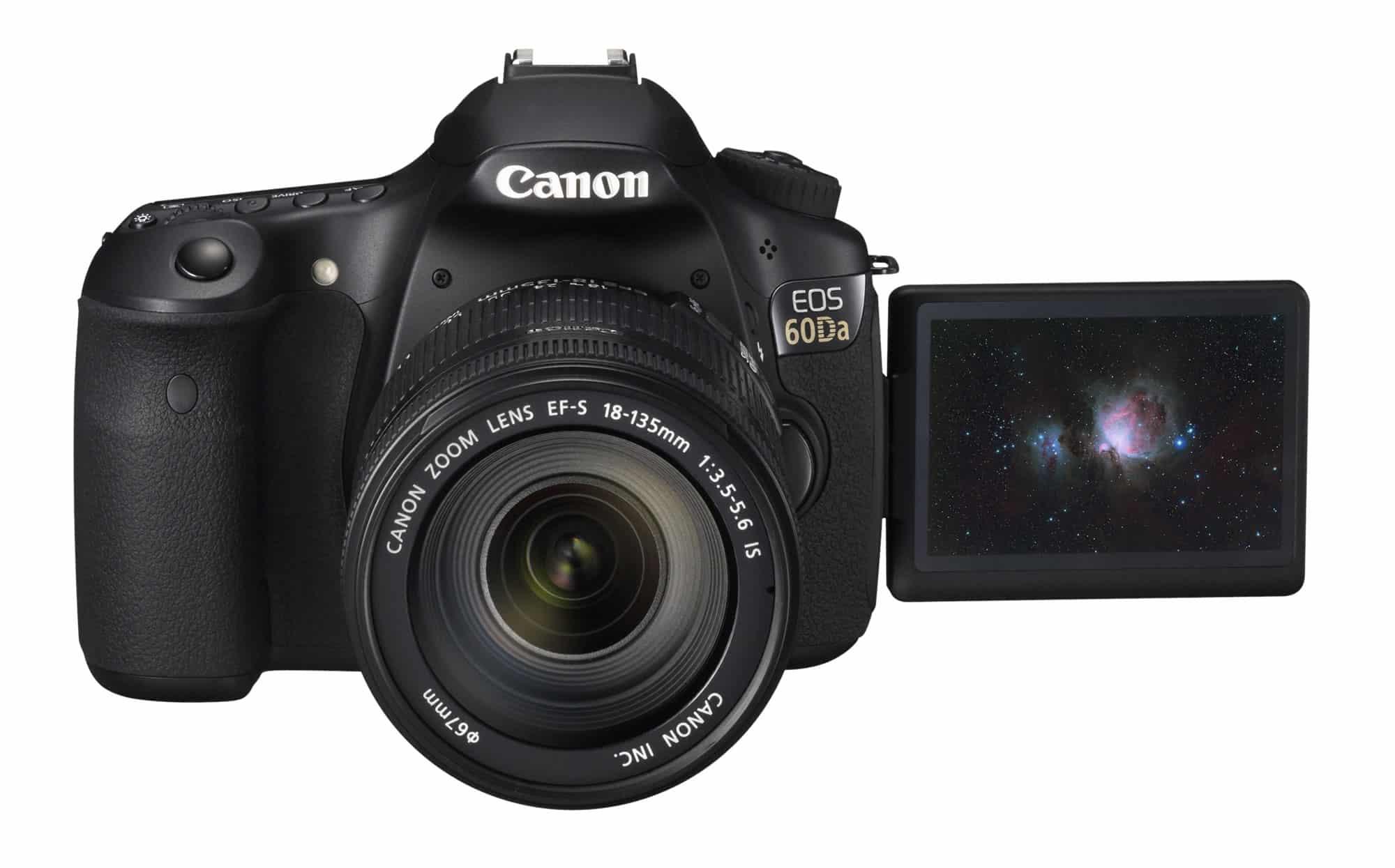 La Canon EOS 60Da luce como cualquier cámara réflex. No es más grande ni con ranuras especiales.