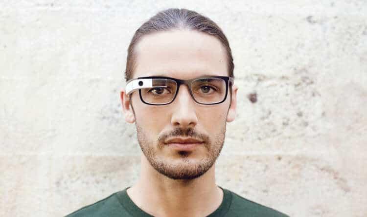Google Glass se adaptó a una forma más comercial.