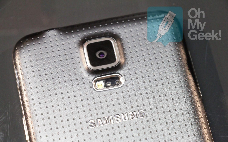 El nuevo diseño de la tapa posterior es -quizás- el cambio físico más evidente del Samsung Galaxy S5.