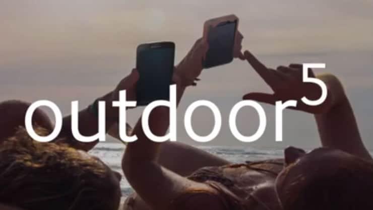 En el clip esta es una de las pocas imágenes que se ve un teléfono, claramente no es un Galaxy S5.