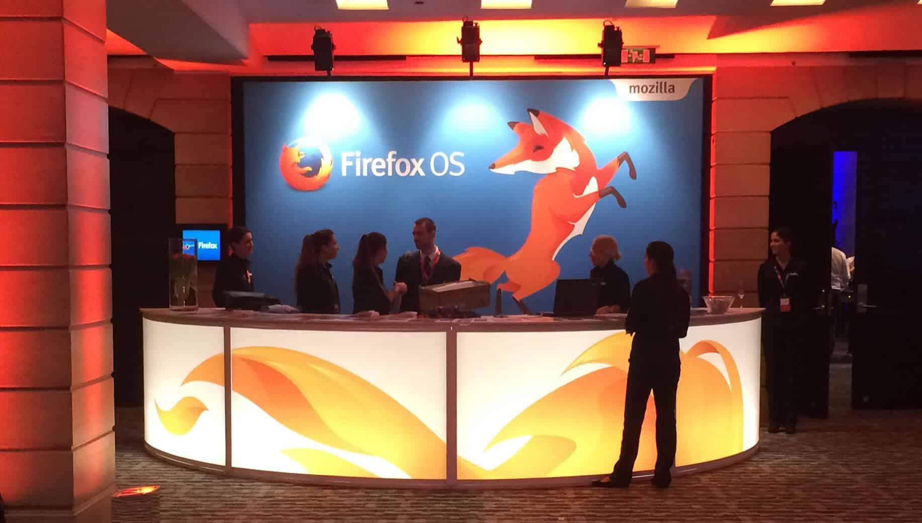 Stand de recepción para la conferencia de Firefox OS y Telefónica.