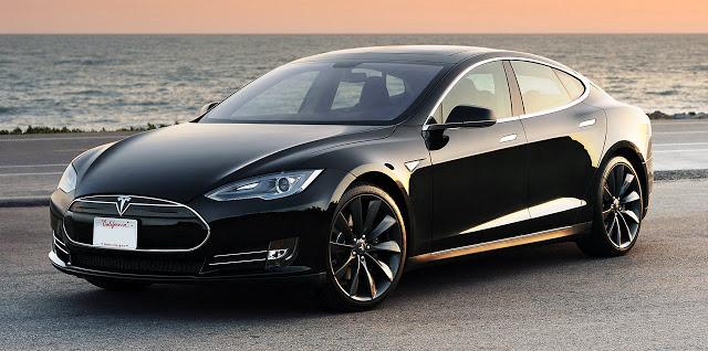 Con el Tesla Serie S conectado, se puede consultar rutas y tráfico en tiempo real.