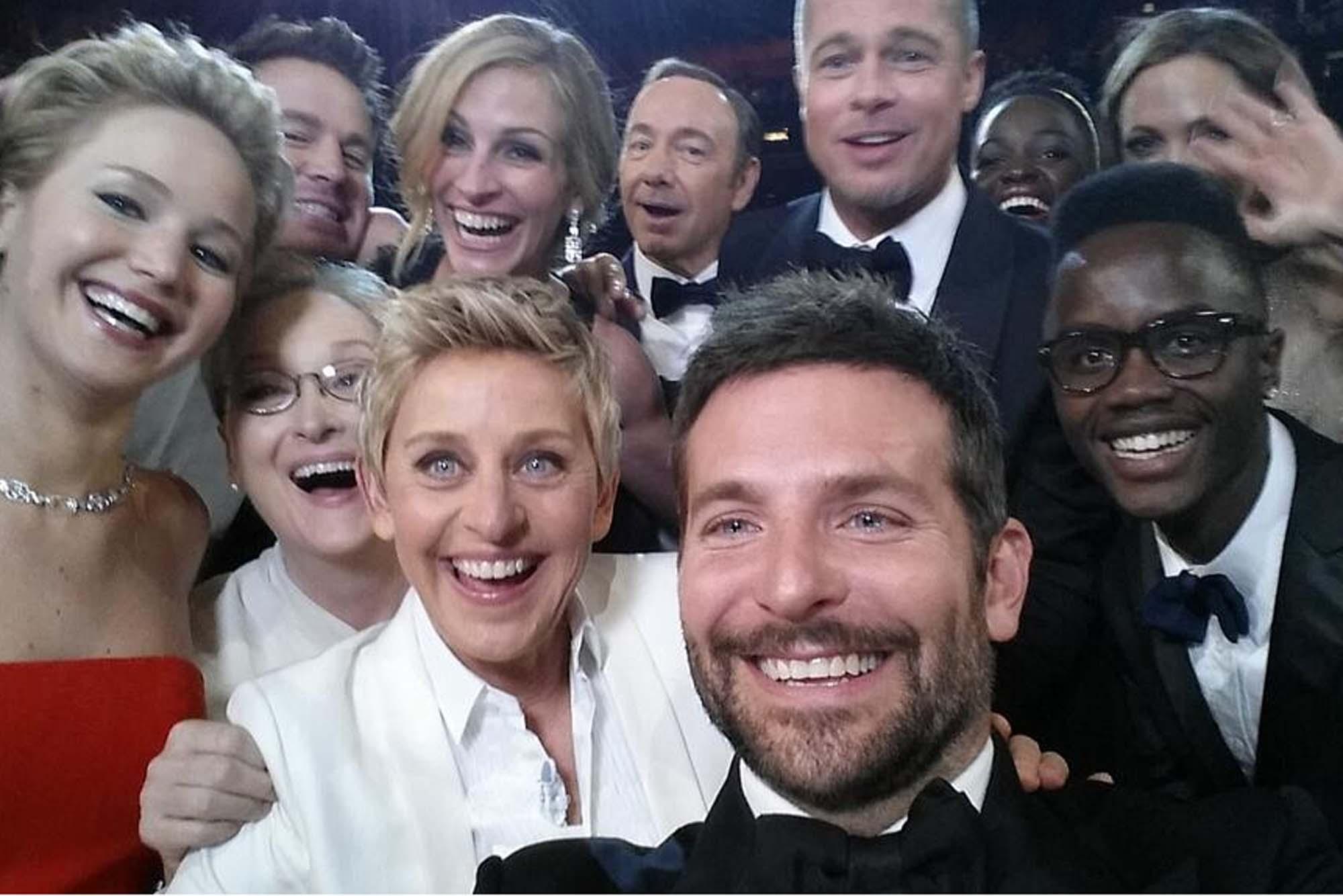 La 'selfie' tomada en los Oscar habría sido planeada por Samsung como una estrategia comercial.