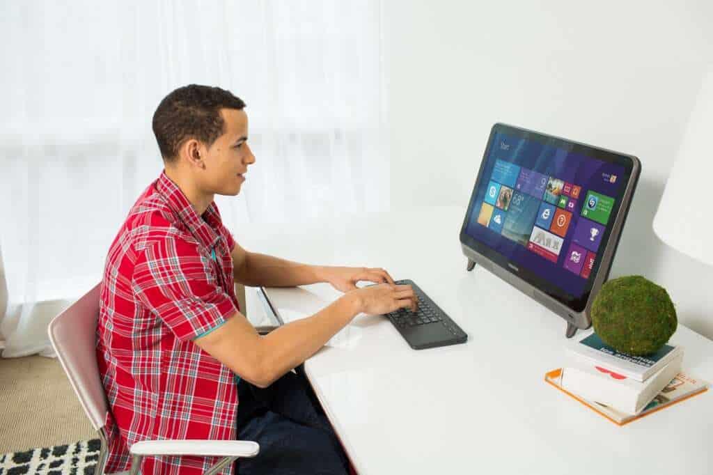 Microsoft pretende que el All in One Media Keyboard se conecte a equipos como computadores y televisores.