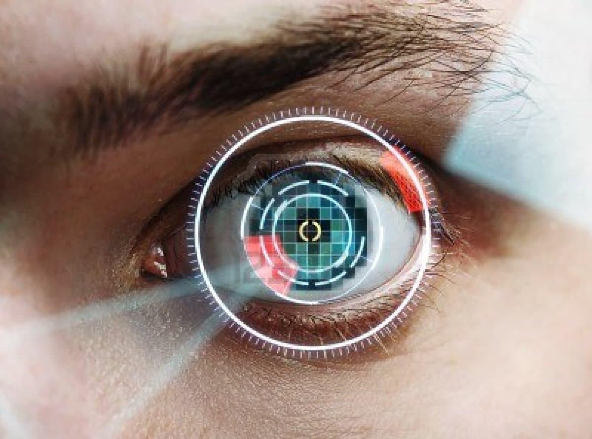 Google pretende instalar un pequeña cámara en los lentes de contacto.