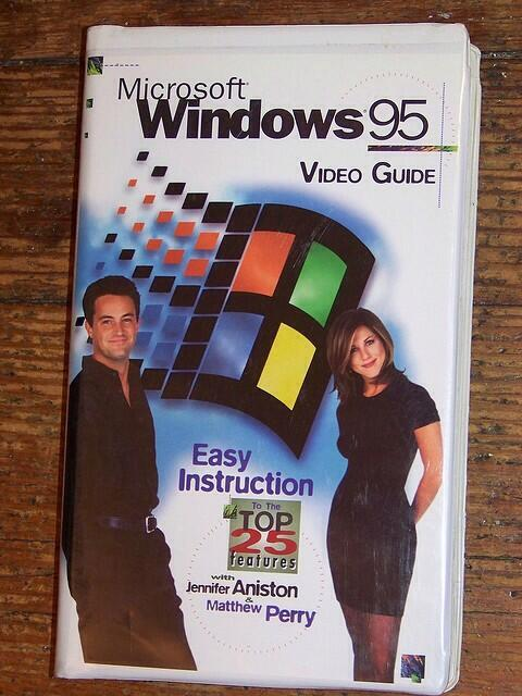 Jennifer Aniston y Matthew Perry en la carátula del tutorial en VHS.