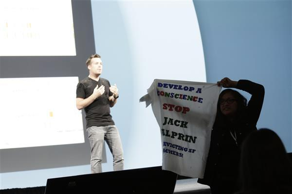 Google I/O 2014 se prestó hasta para que dos protestantes gritaran contra la compañía.