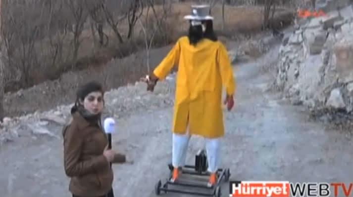 El robot del granjero se mueve circularmente gracias a un sistema de ruedas.
