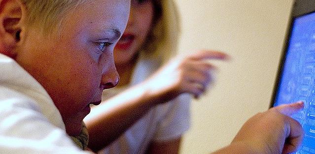 Pérdida dinero: 35% de los padres cree que sus hijos no saben nada de ciberamenazas.