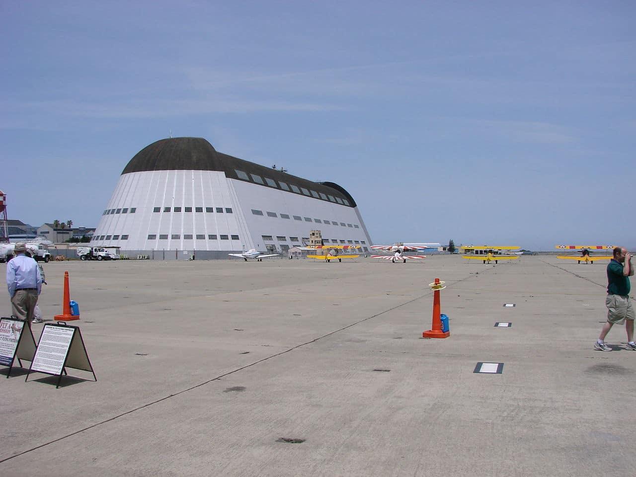 Aeródromo NASA: El Moffett Field Hangar ahora será ocupado por Google por 60 años.