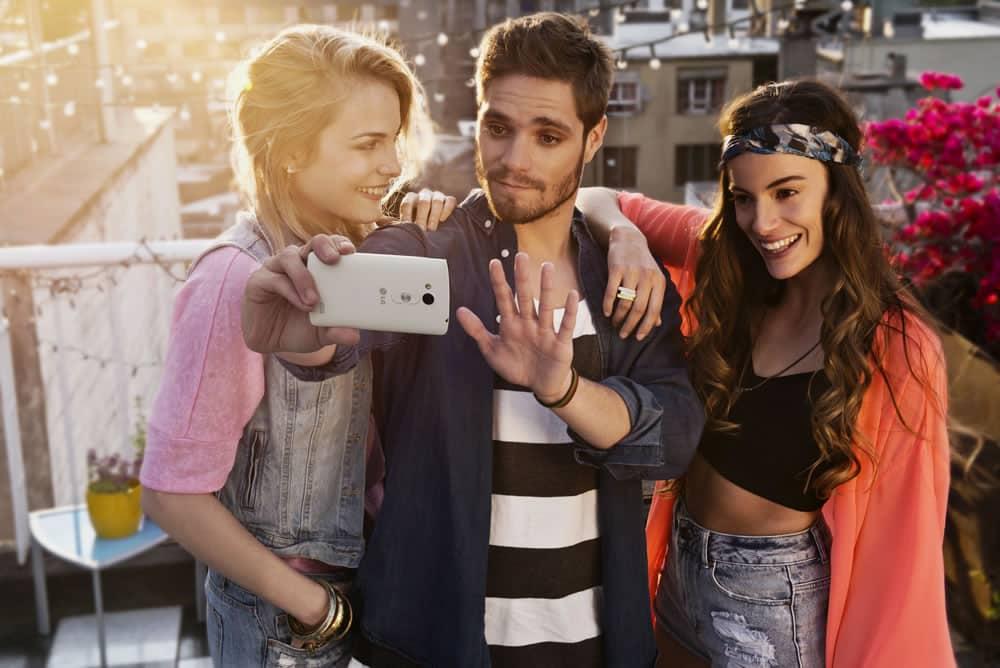Gesture shot te permite sacar una selfie en el L Lift con sólo un gesto.