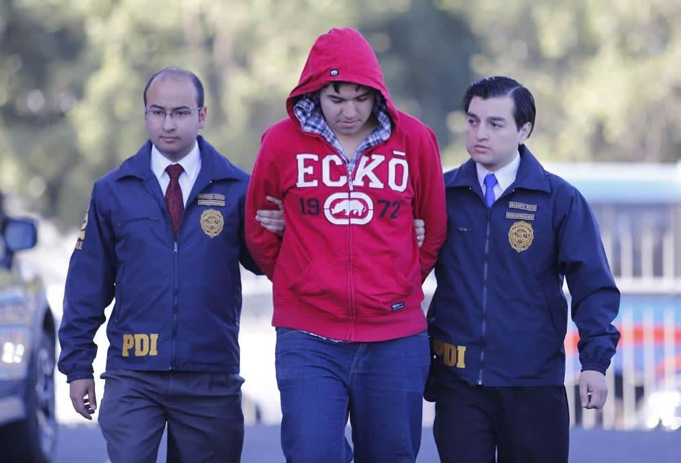 El joven de 18 años fue detenido por la PDI, debido a las fotografías desnudas que conservó.