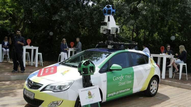 Google Maps publicó en Street View una imagen de Maria Pia Grillo donde observaba su escote, por lo que fue multado por violar la privacidad de la afectada.