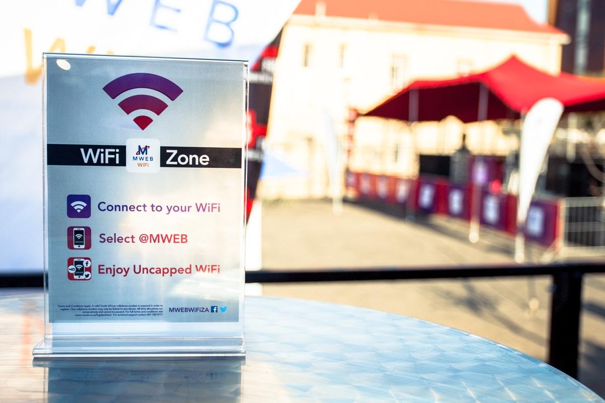 Microsoft y Google han iniciado conversaciones con políticos y organizaciones para evitar prohibiciones o restricciones a los puntos de acceso Wifi en hoteles.