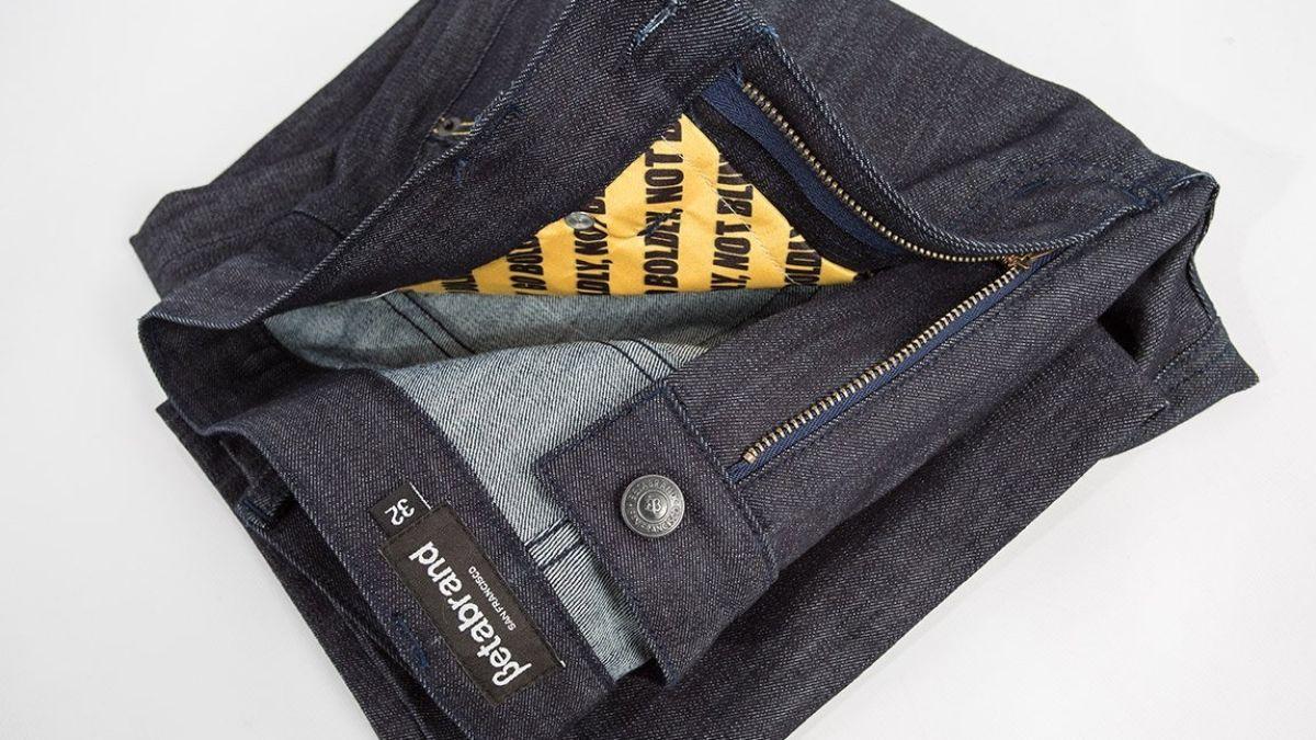 Norton se unió a Betabrand para desarrollar ropa con protección especial en los bolsillos y prevenir los robos.