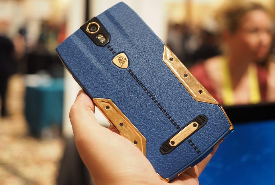 Piel de becerro, acero inoxidable e incrustaciones de oro son algunos de los materiales que ocupó Lamborghini.