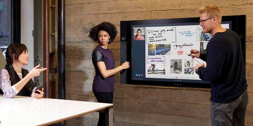 Surface Hub permitirá trabajar de forma simultánea, aunque estén en una teleconferencia.
