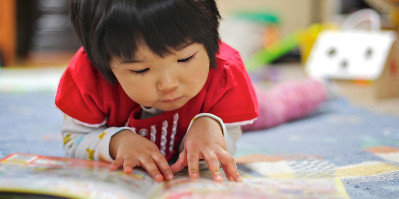 El hábito de leer sería una de las razones para que la miopía afecte a los niños de clase alta.