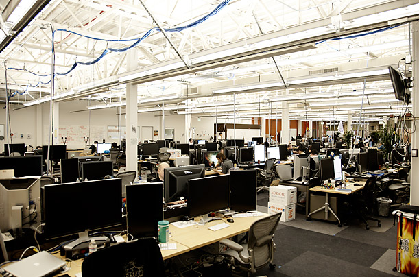Empleados de Facebook se quejan que trabajan y comen en sus puestos por la sobreexigencia.
