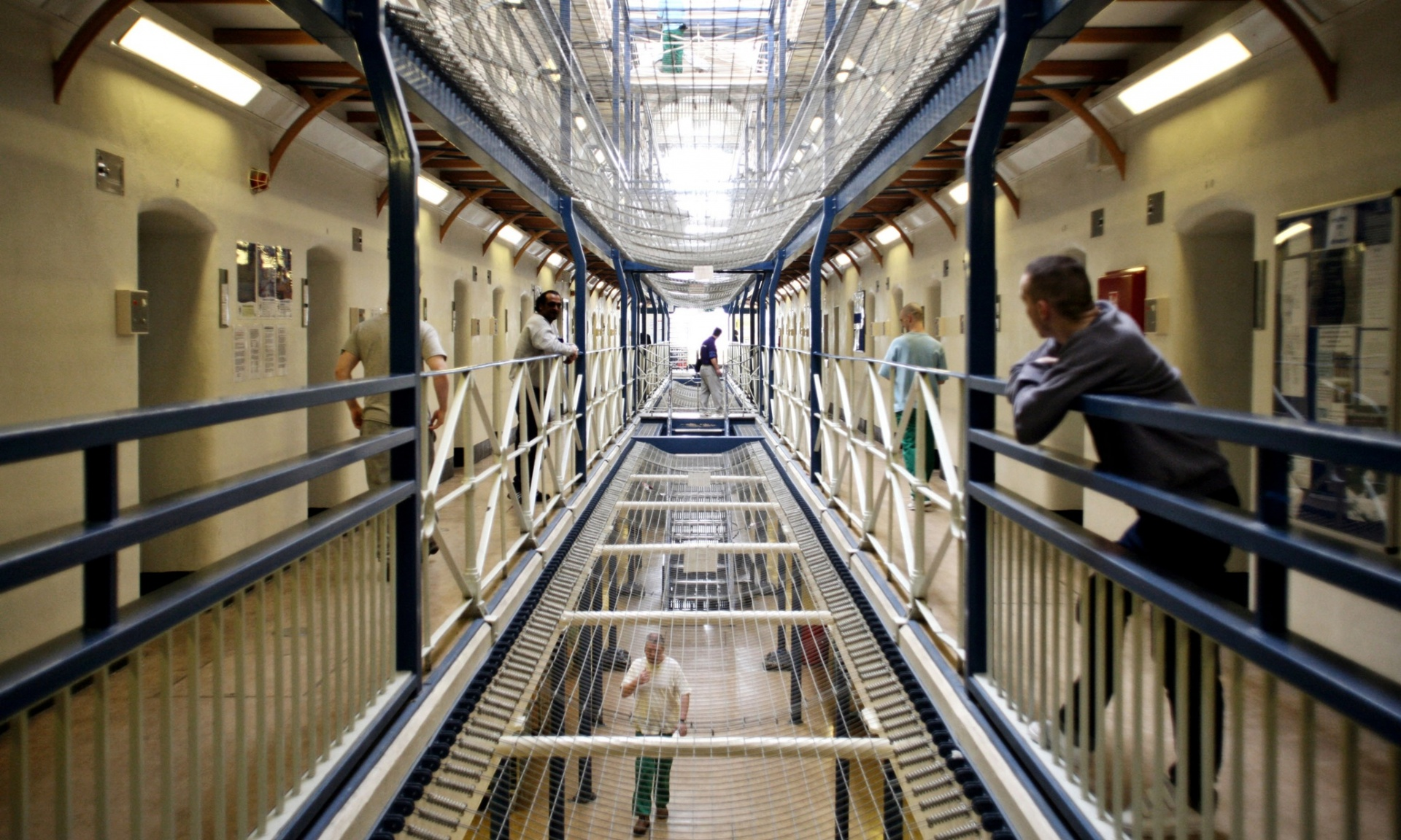 Falsificando una orden de liberación, Moore logró engañar al personal de la cárcel.