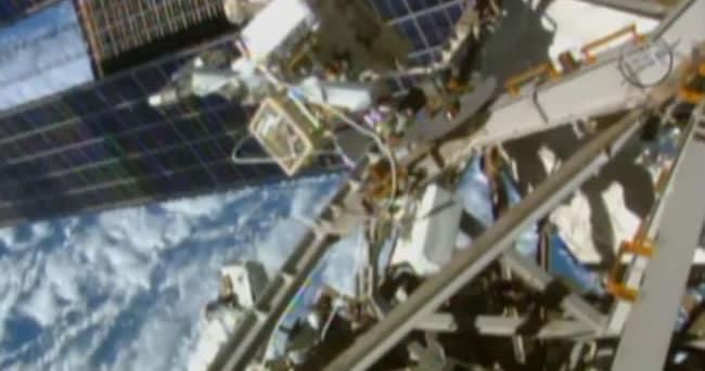 Wilmore y Virts trabajando afuera de la Estación Espacial Internacional.