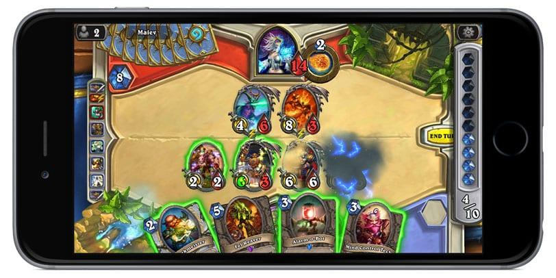 Hearthstone: Heroes of Warcraft en un iPhone.