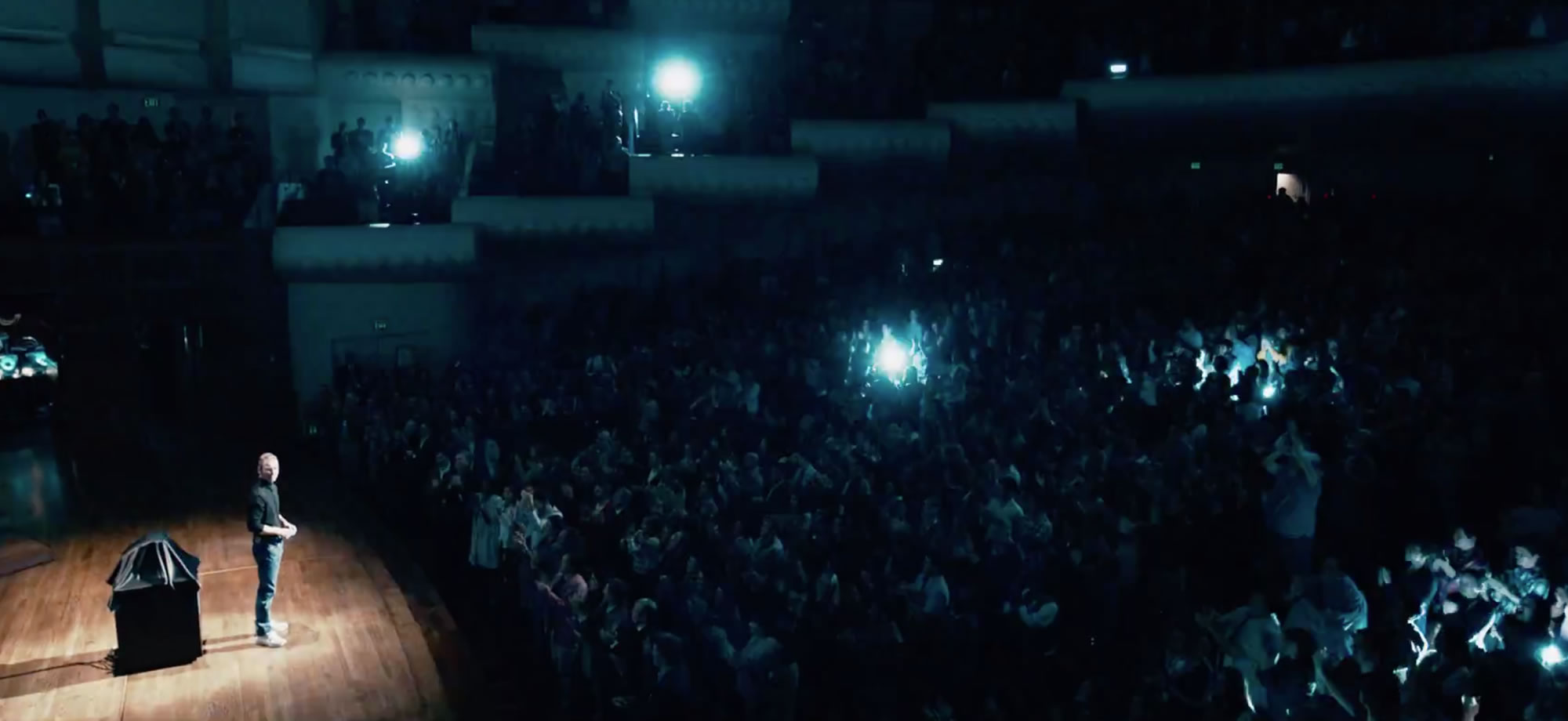 Steve Jobs será estrenada en Octubre de 2015. Se espera su estreno para Latinoamérica y Europa en 2016.
