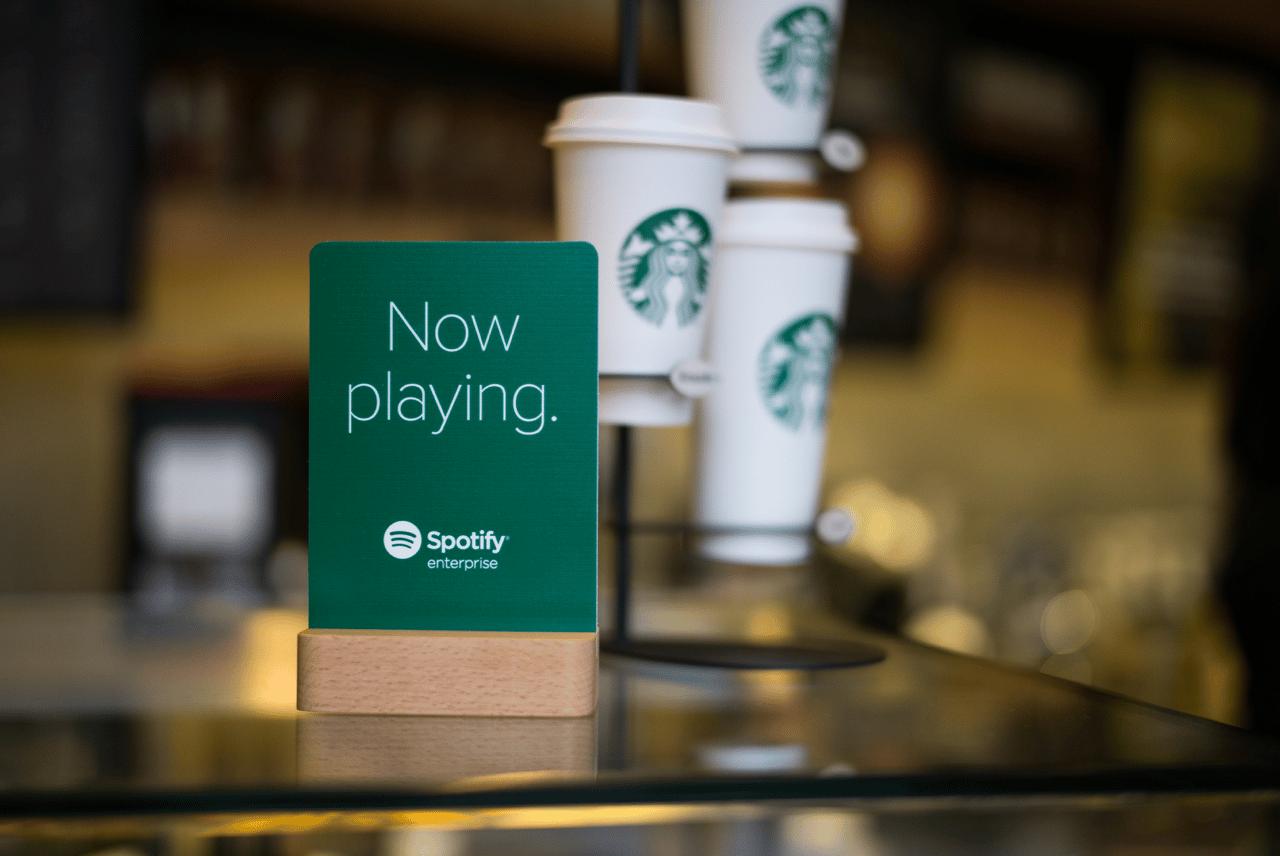 Los locales Starbucks ahora contarán con Spotify Premium de forma gratuita.