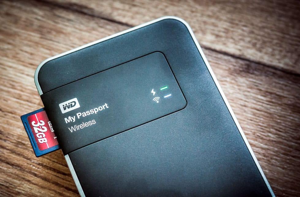 My Passport Wireless también puede leer tarjetas SD para respaldos.