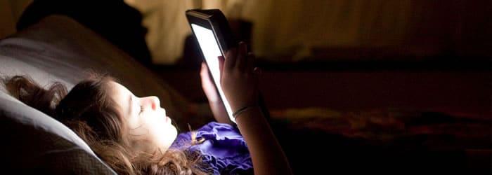 Los jóvenes son más sensibles que los adultos y tienen más problemas de sueño.