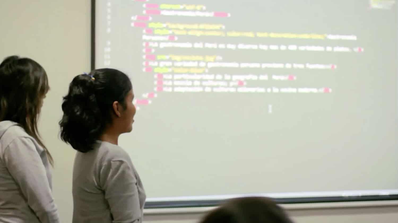 En Laboratoria a las mujeres se les enseñan lenguajes como HTML5, CSS3 y JavaScript.