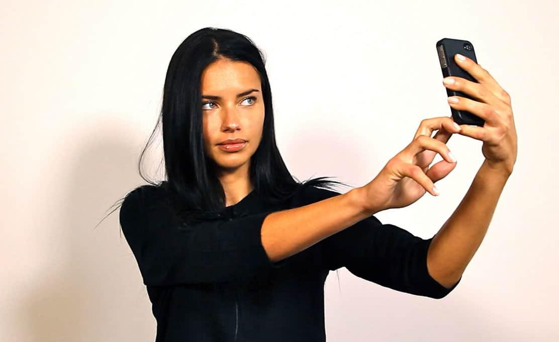 Fuera del trillón de fotografías, LG también cuenta que se toman 93 millones de selfies al día.