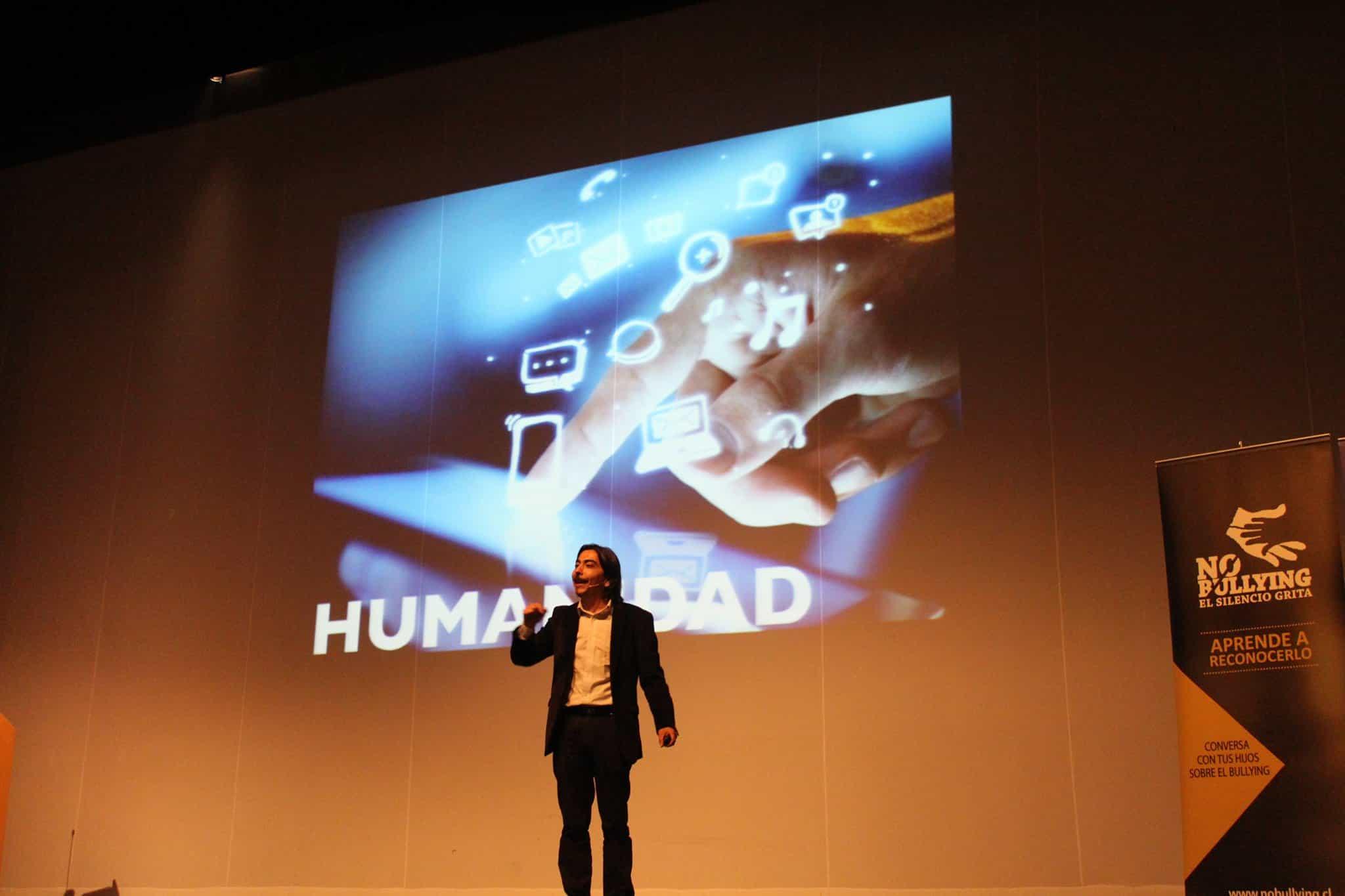 El seminario sobre Cyberbullying que será dictado por el Doctor en Psicología Miguel Arias Cerón.