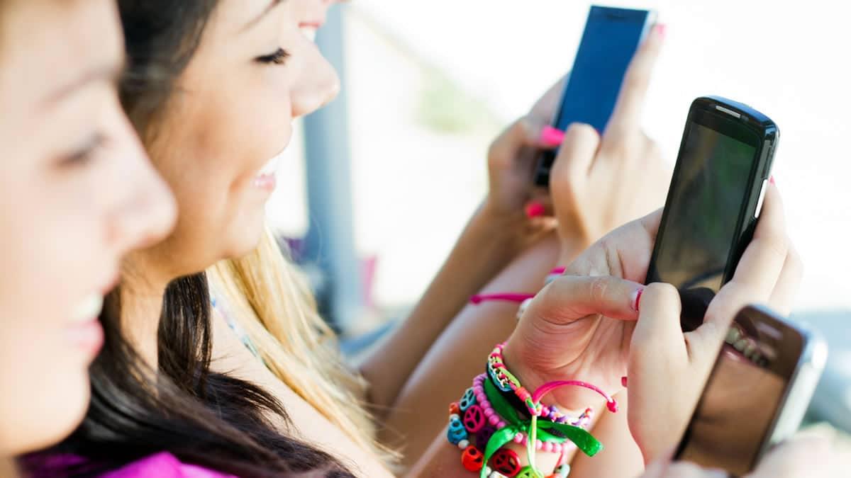 La tendencia fue clara en Chile. Datos móviles aumentaron, mientras que voz fija y móvil, bajó.