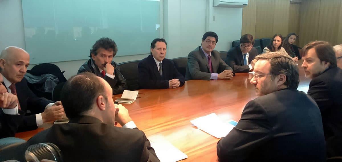 Autoridades y representantes de las operadoras de telecomunicaciones se reunieron a discutir del terremoto.