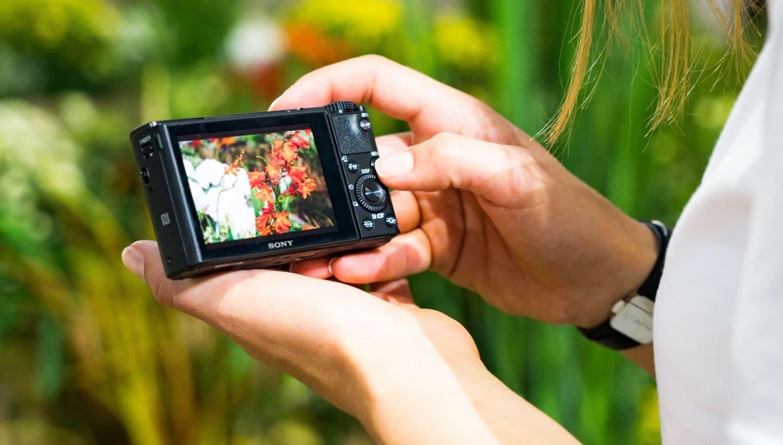 La cámara a través de su pantalla táctil permite la configuración de sus modos en video.