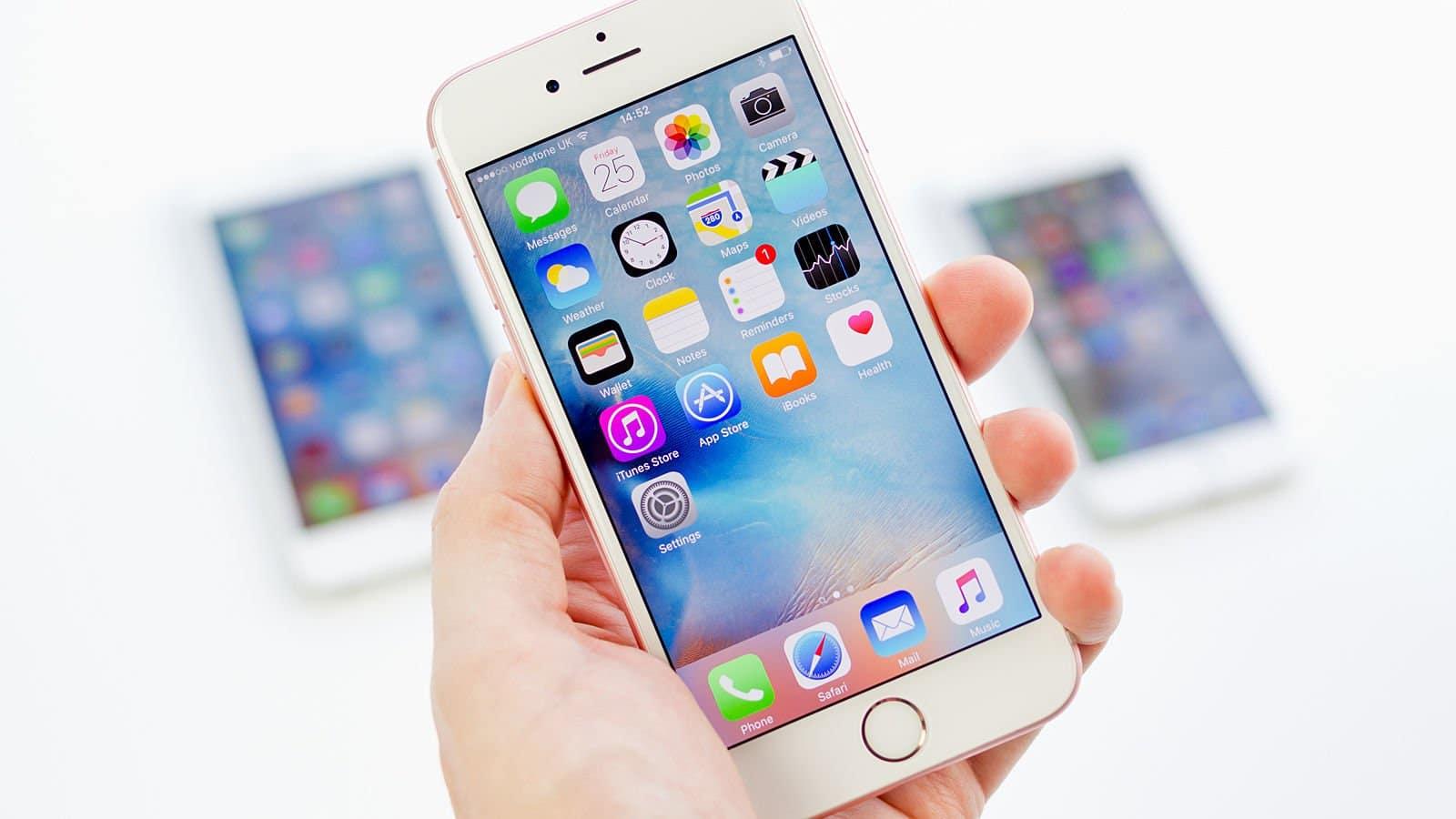Los teléfonos inteligentes de gama alta también bajaron en ventas como los feature phones.