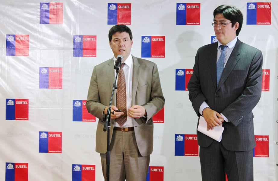 Portabilidad número fijo: Ministro de Transportes y Telecomunicaciones, Andrés Gómez-Lobo y el Subsecretario de Telecomunicaciones, Pedro Huichalaf