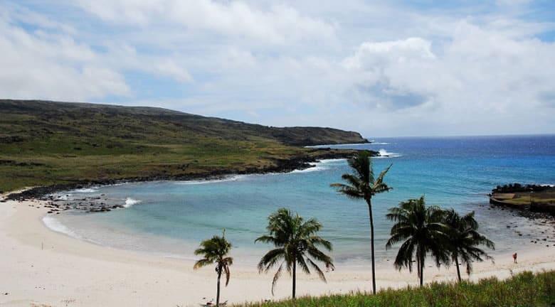 Se contempla que una de las playas de Isla de Pascua tendría conectividad.