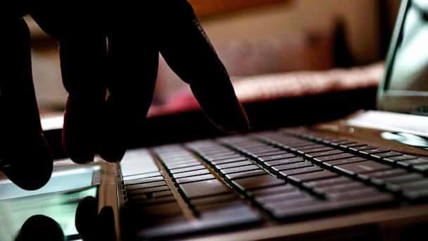 Un cibercriminal puede leer tus correos y entender lo que haces o cómo te comunicas.