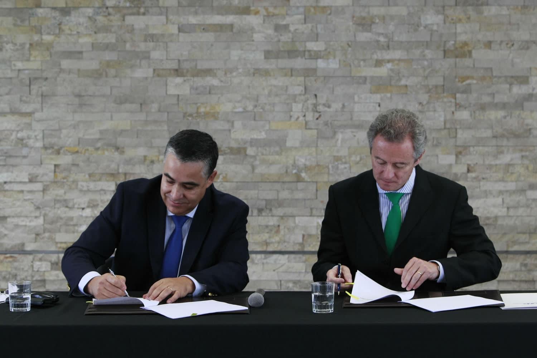 La firma entre UDD y Telefónica para la creación del Instituto de Data Science.