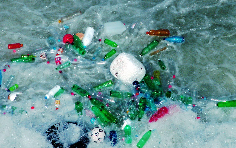 Gran parte de la basura oceánica es plástico.