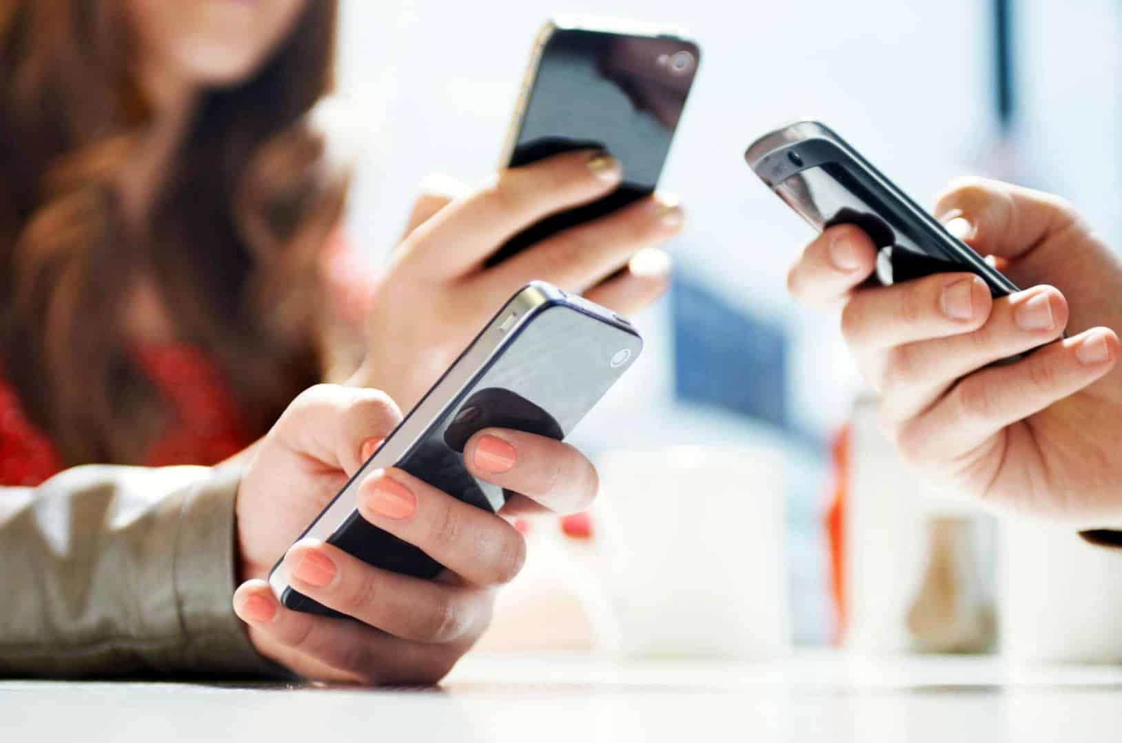 WOM dice que Entel y las otras compañías modifican los teléfonos contra ellos.