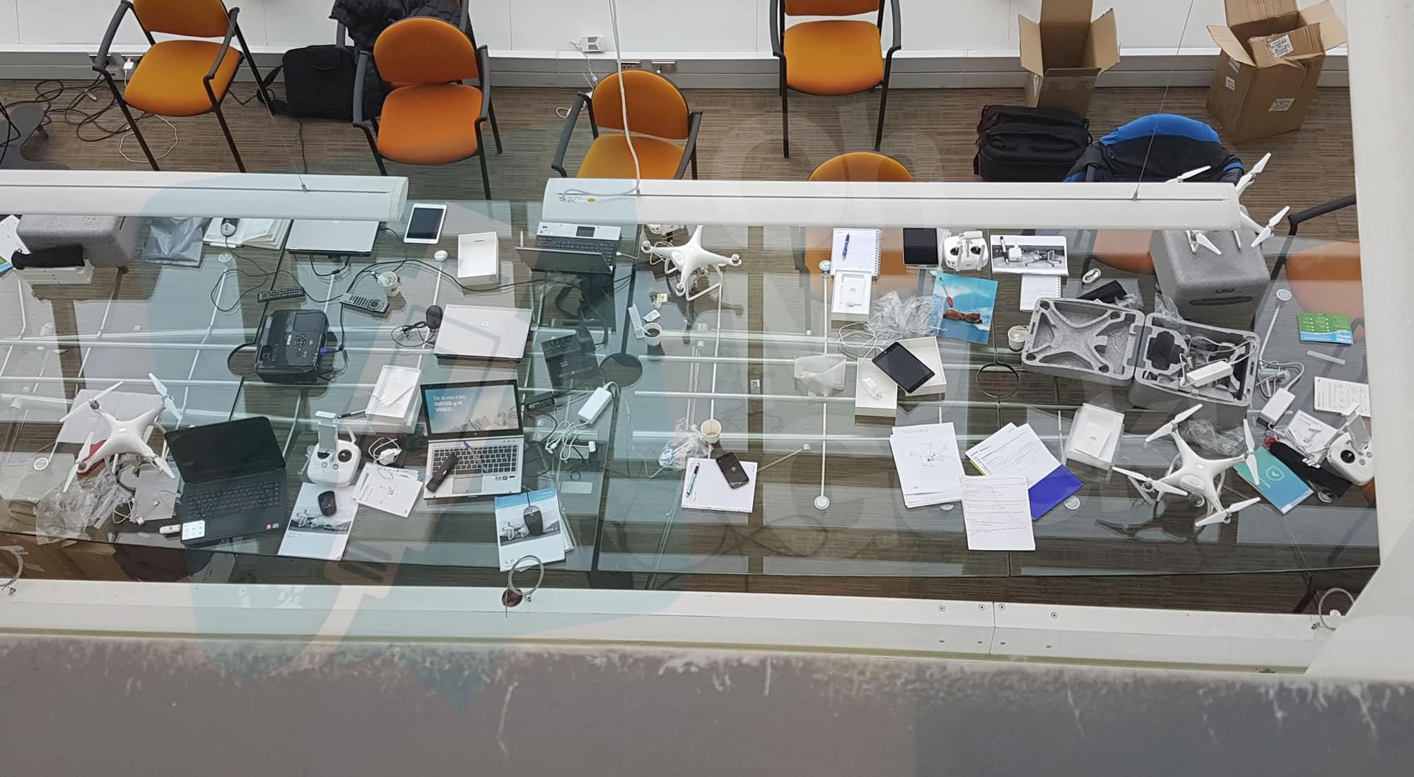 Supervisión de Fibra Óptica: Los drones son DJI Phantom 4, monitoreados con iPad.